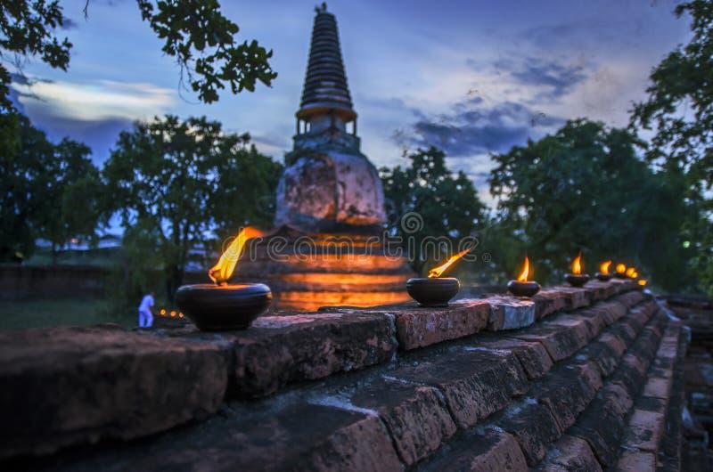 Bougie de rangée de pagoda photos libres de droits