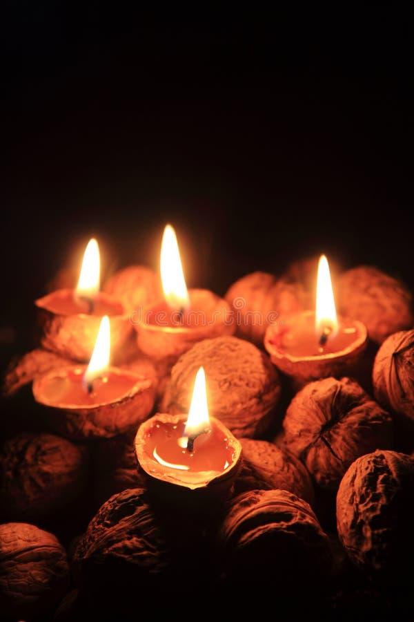Bougie des coquilles de noix - tradition de Noël photos libres de droits