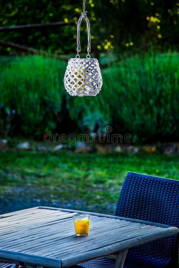Bougie et lanterne image stock