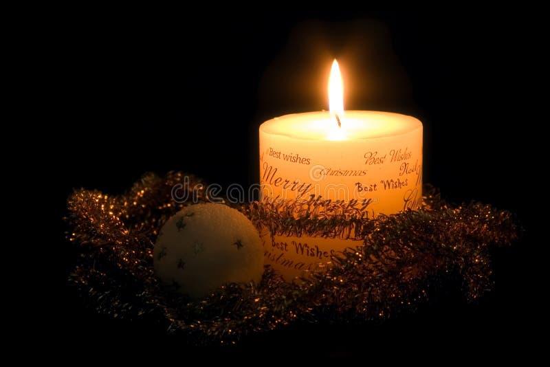 Bougie et ornements de Noël image libre de droits