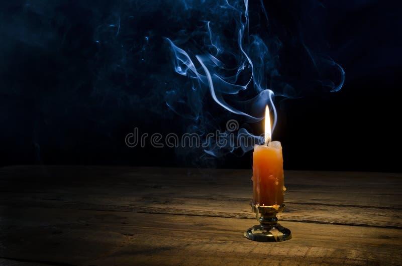Bougie, flamme, fumée photographie stock libre de droits