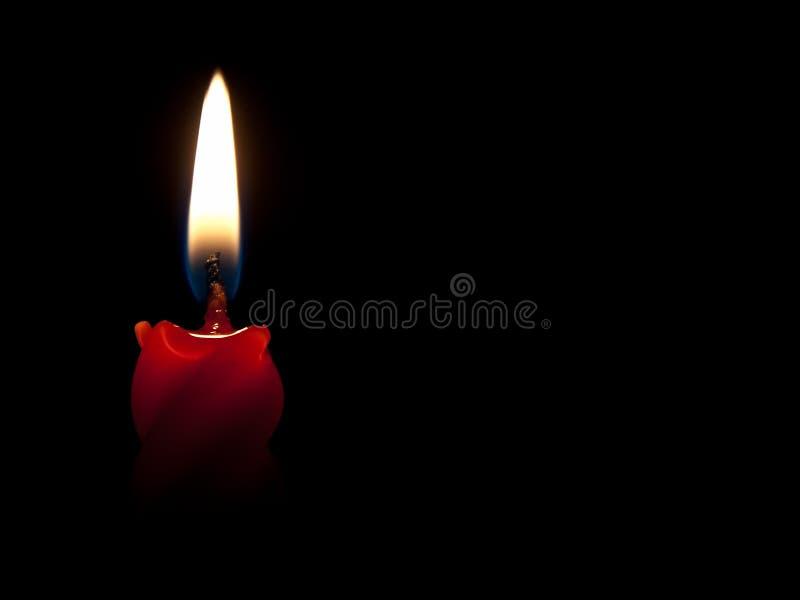 Bougie rouge brûlante images libres de droits