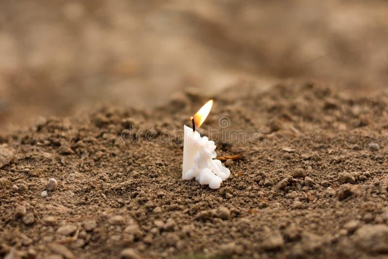 Bougie sur l'enterrement image libre de droits