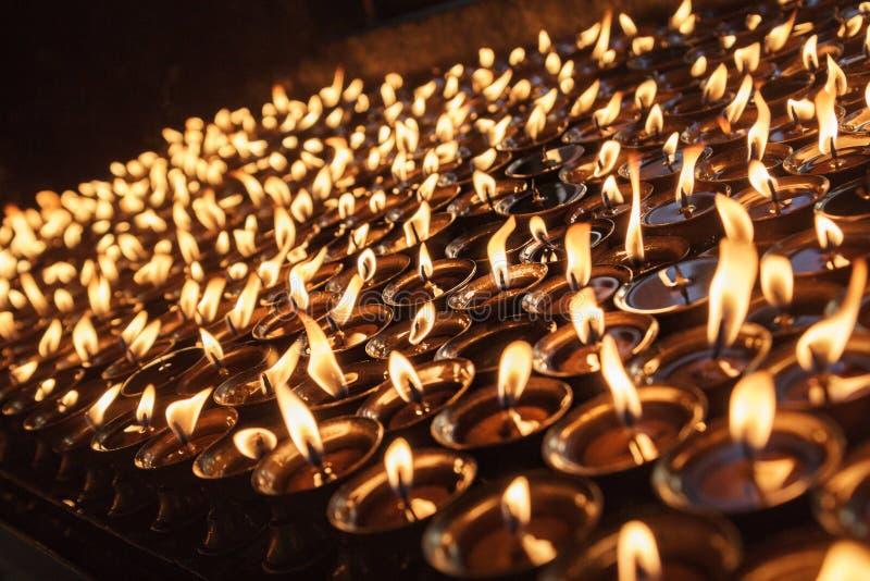 Bougies au temple à Katmandou image libre de droits