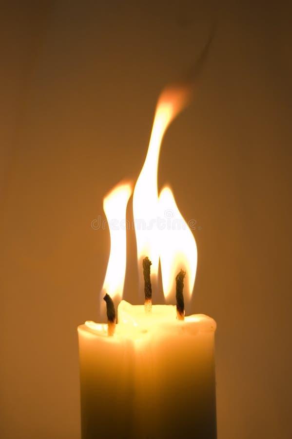 Bougies brûlantes images stock