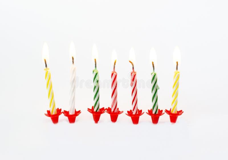 Bougies brûlantes illustrées d'anniversaire photographie stock