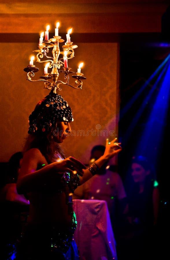 Bougies brûlantes de danse photographie stock