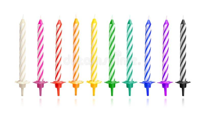 Bougies color?es d'anniversaire d'isolement sur le fond blanc Objet de partie de célébration Chemin de coupure photo stock