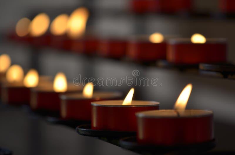 Bougies Dans L église Photos libres de droits