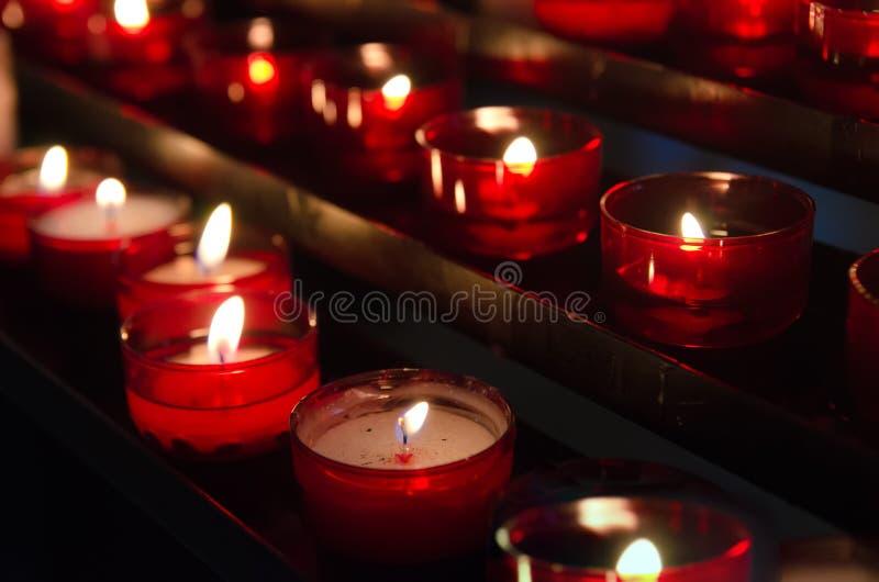 Bougies dans l'église image libre de droits