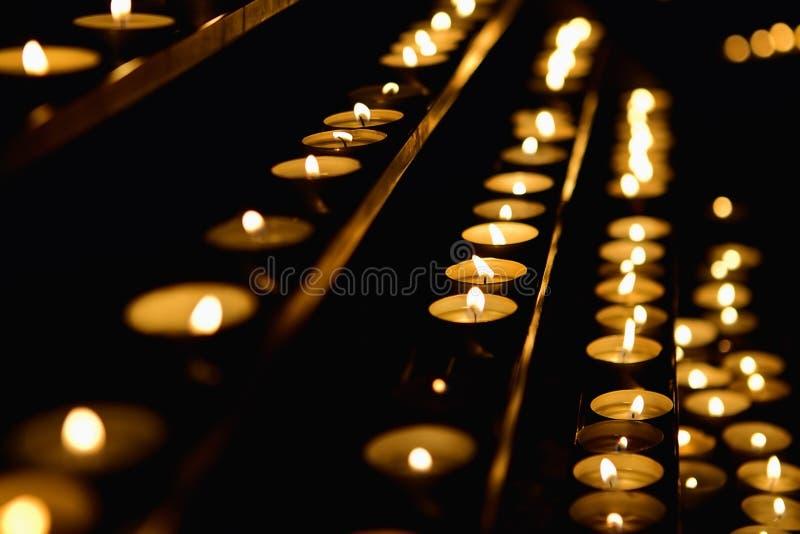 Bougies dans la cathédrale photos libres de droits