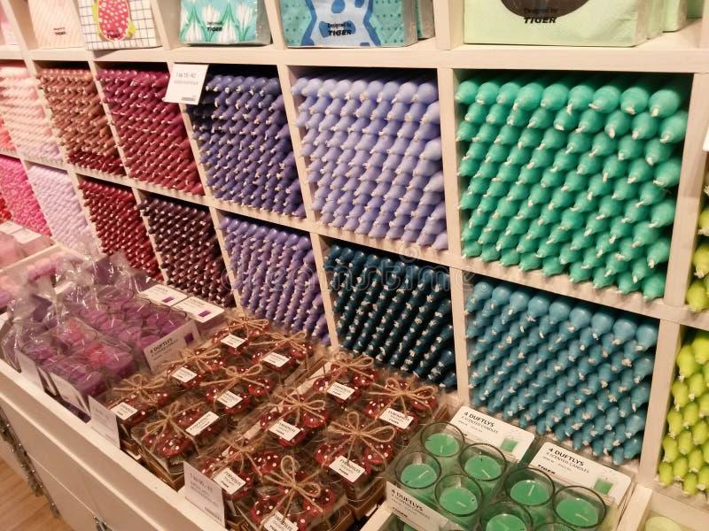 Bougies de couleurs de differnet photos stock