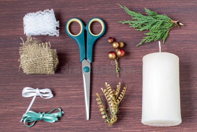 Bougies de décoration de Noël avec vos propres mains Étape 1 photo stock