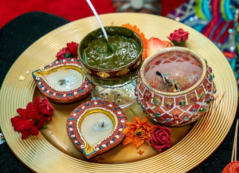 Bougies et henné pour le mariage de mendhi images stock