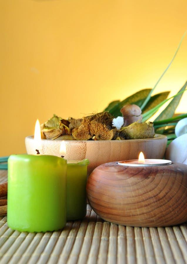 Bougies et sels parfumés photographie stock libre de droits
