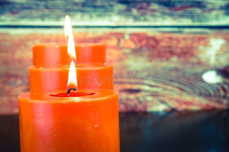 Bougies oranges brûlantes photo libre de droits