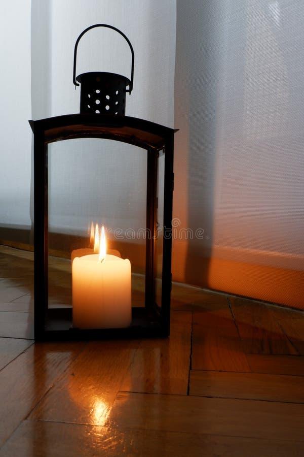Bougies pour une illumination chaude photographie stock