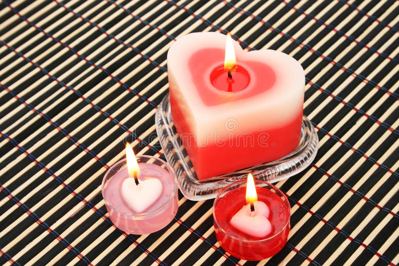 Bougies rouges et roses image stock