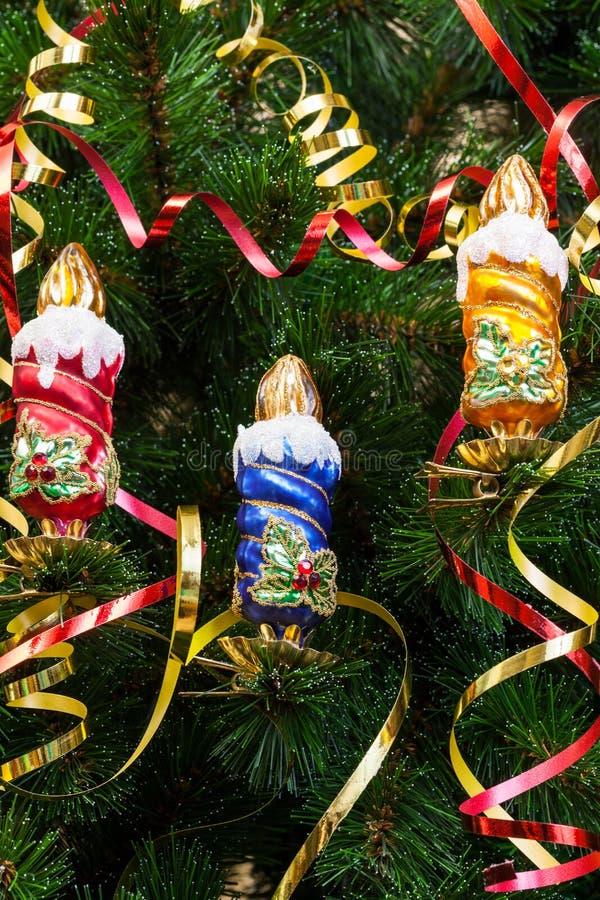 Bougies sur l'arbre de Noël photographie stock libre de droits