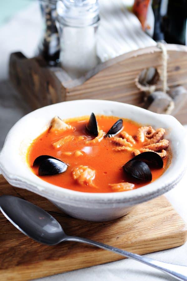 Bouillabaisse, rybia francuz polewka obraz royalty free