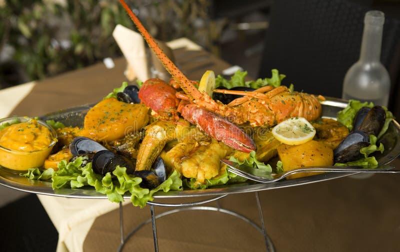 Bouillabaisse tradizionale dello stufato di pesci di Provencal fotografie stock