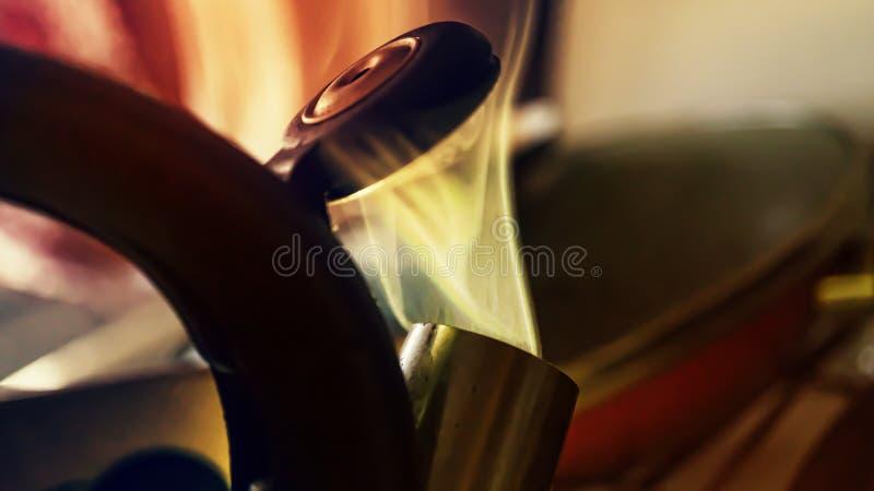 Bouilloire de ébullition, chaude, bouilloire, thé, l'espace de copie images stock