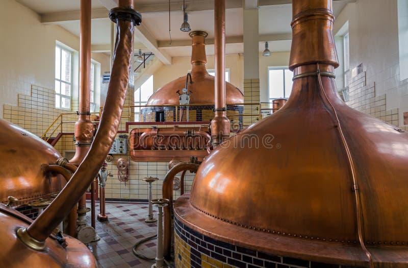 Bouilloire de cuivre de vintage - brasserie en Belgique photographie stock