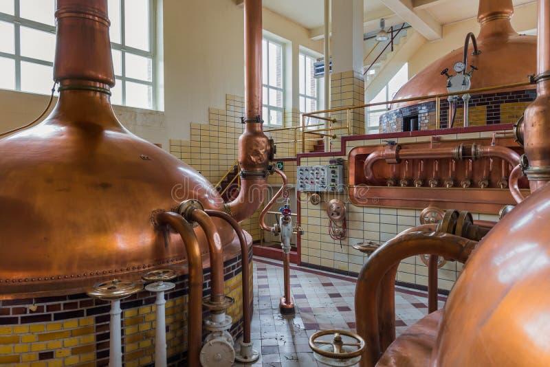 Bouilloire de cuivre de vintage - brasserie en Belgique image libre de droits