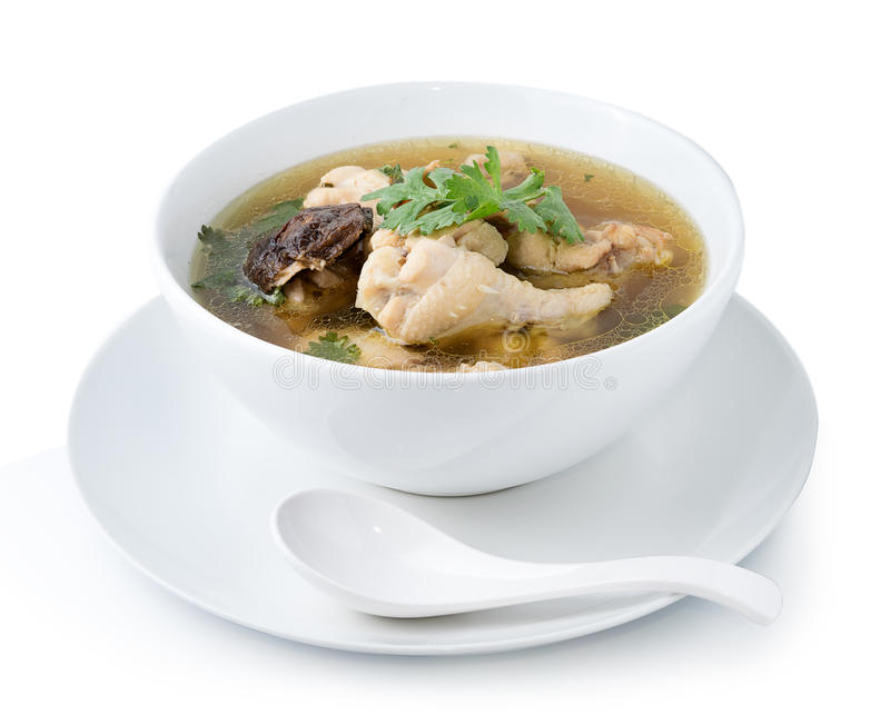 Bouillon de poulet traditionnel sur le fond blanc photographie stock