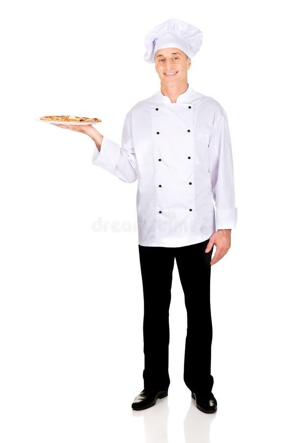 Boulanger de chef avec la pizza italienne photos stock