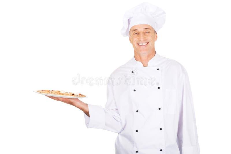 Boulanger de chef avec la pizza italienne image libre de droits
