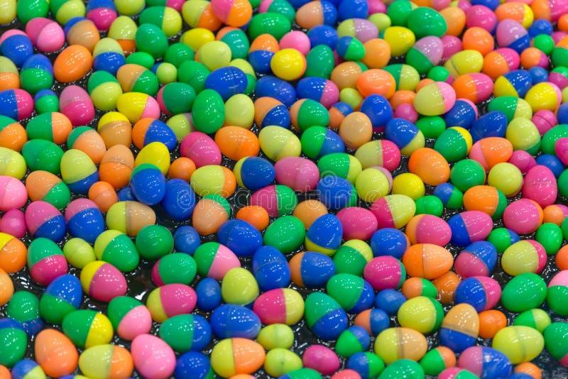 Boule chanceuse colorée d'oeufs d'aspiration image libre de droits