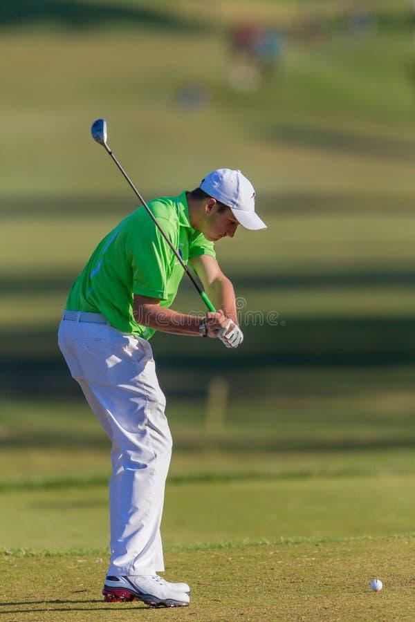 Boule de boîte de Junior Down Swing T de golfeur images stock
