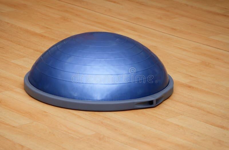 Boule de Bosu (boule moderne de gymnase) photos stock
