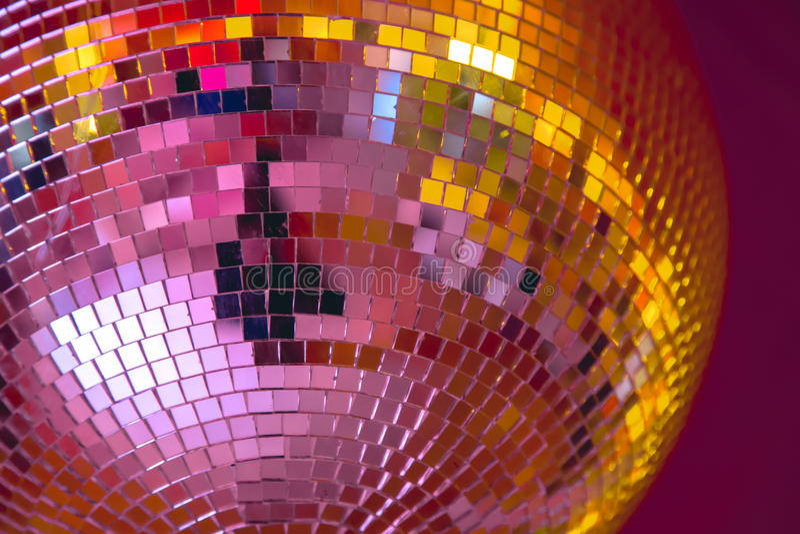 Boule de disco avec la lumière sining photo stock