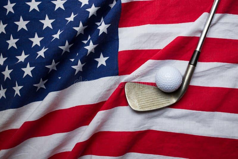 Boule de golf avec le drapeau des Etats-Unis image libre de droits