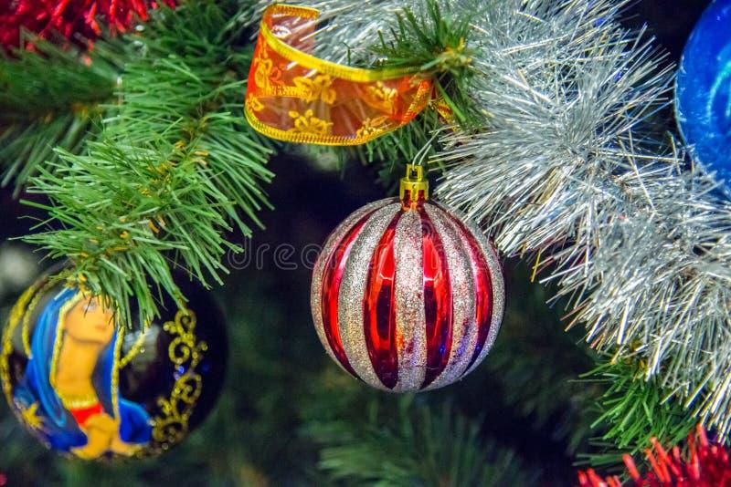Boule de Noël et fond clair photo libre de droits