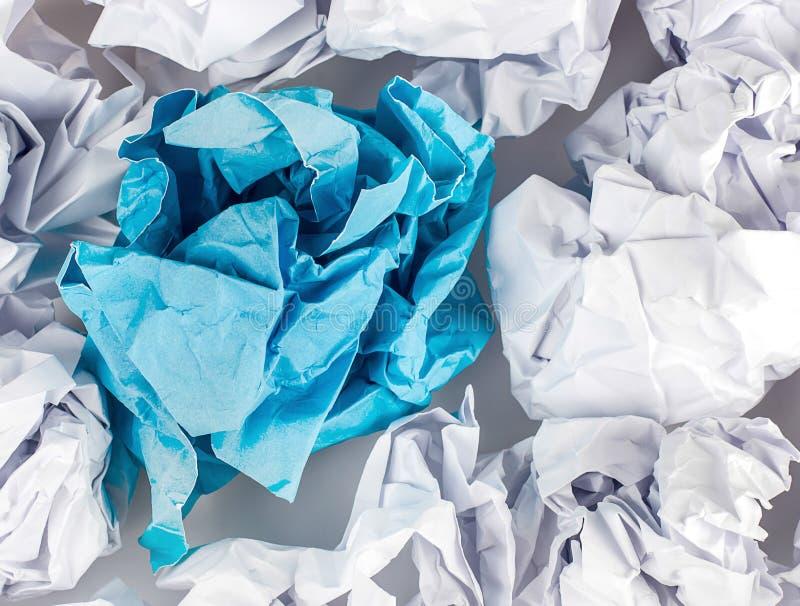 Download Boule De Papier Chiffonnée D'isolement Sur Le Fond Blanc Photo stock - Image du malpropre, page: 56476766