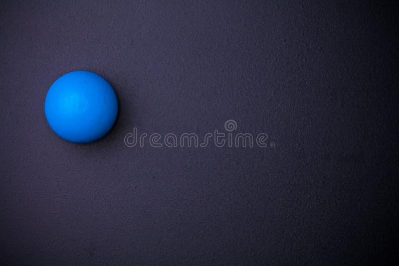 Boule de sphère sur le tableau noir photographie stock libre de droits