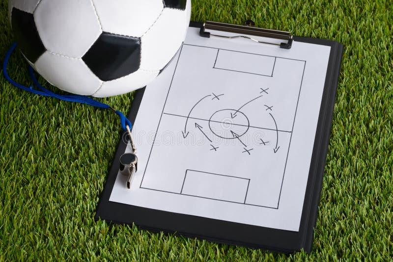 Boule ; diagramme de la tactique de sifflement et de football sur le lancement photos libres de droits