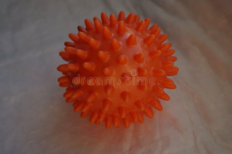 Boule en caoutchouc orange photos libres de droits