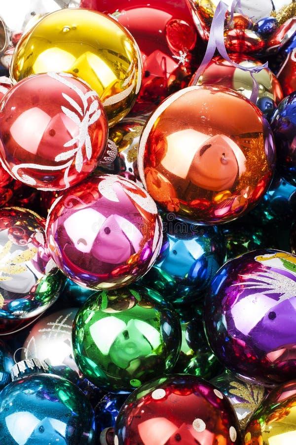Boule en verre de texture de boule de Noël vraie Célébrez les vacances de Noël avec les boules brillantes brillantes colorées de  images libres de droits