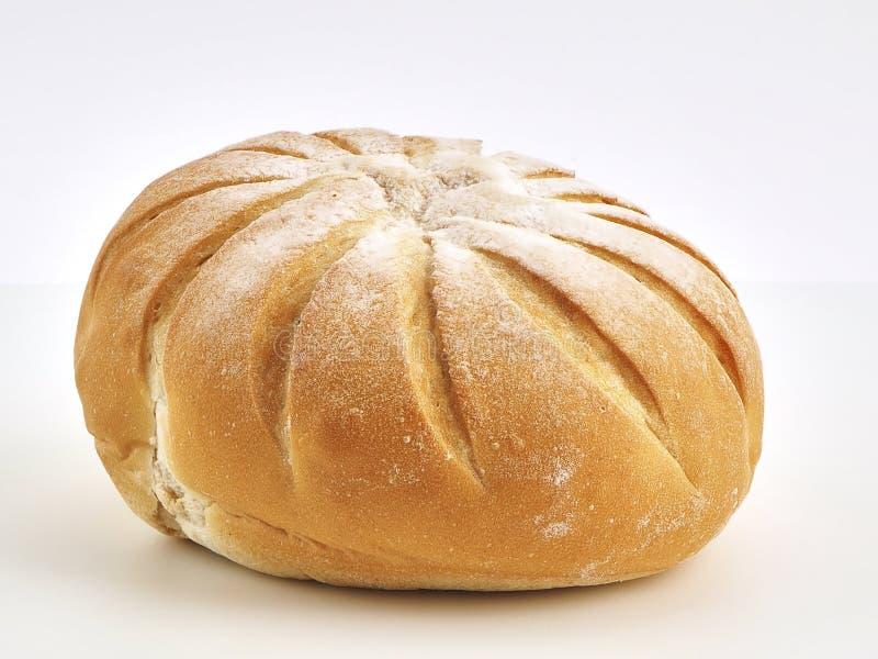 Boule française sur la farine à pain photographie stock libre de droits