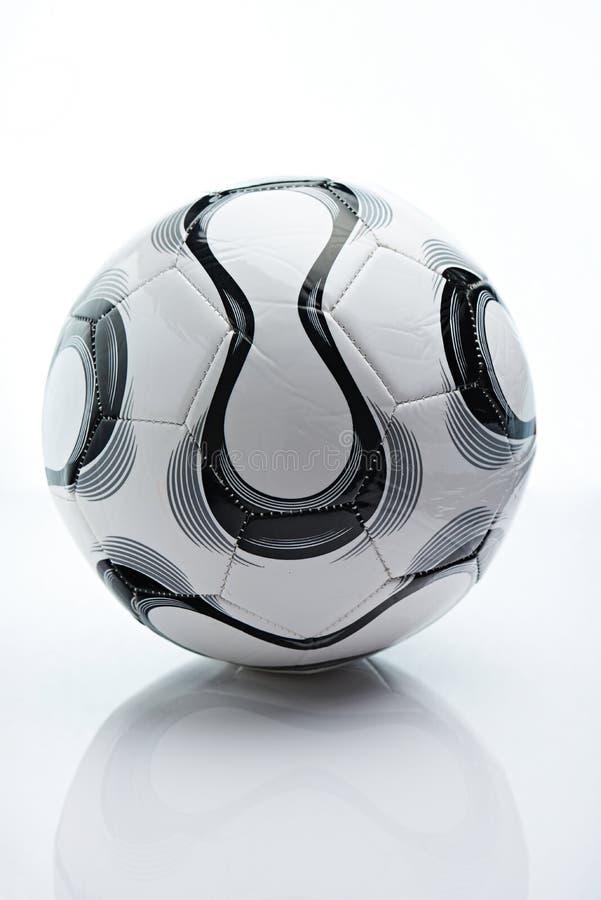 Boule noire et blanche du football photos libres de droits