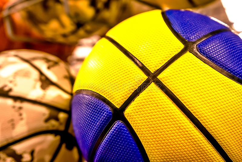 Boules colorées lumineuses pour le basket-ball, volleyball photos stock