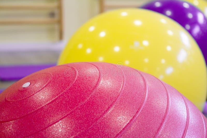 Boules colorées pour des pilates images libres de droits