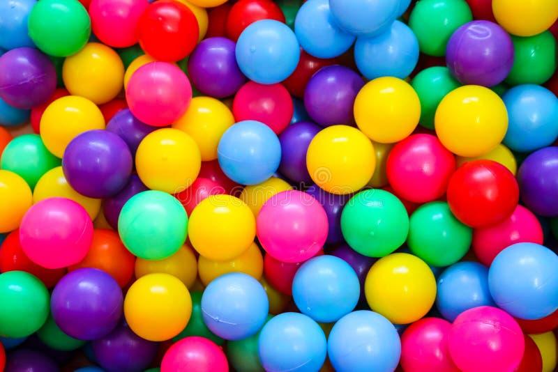 Boules colorées pour que les enfants jouent photographie stock libre de droits