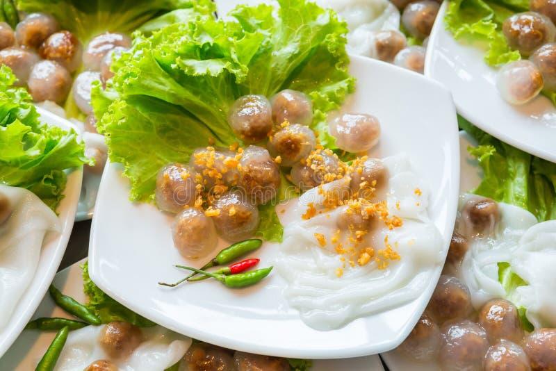 Boules cuites à la vapeur de boulette et de tapioca de peau de riz avec le remplissage de porc image libre de droits
