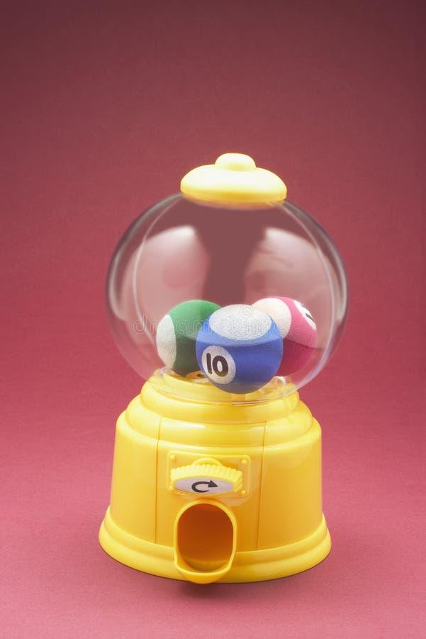 Boules dans la machine de Bubblegum photo stock