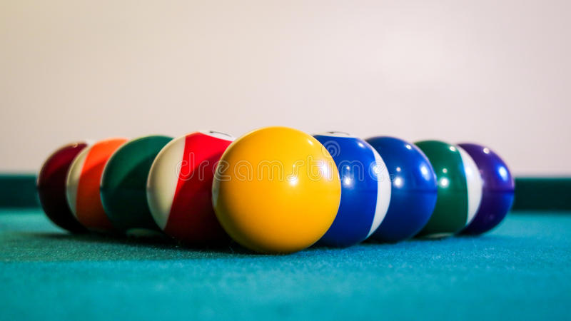 Boules de billard sur la table de billard image libre de droits